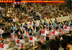8月夏 徳島本場の阿波踊りの写真素材 [FYI03877189]