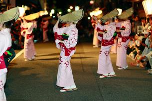 8月 おわら風の盆秋を呼ぶ 盆踊りの写真素材 [FYI03877196]