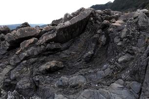1月冬 地層の褶曲構造 四万十帯付加体堆積物の写真素材 [FYI03877239]