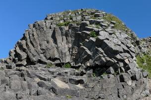 7月夏 根室車石 玄武岩の放射状節理の写真素材 [FYI03877253]