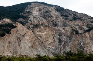 11月 小豆島の現在の大規模採石場の写真素材 [FYI03877259]