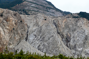11月 小豆島の現在の大規模採石場の写真素材 [FYI03877268]