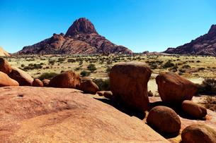 ナミビアの岩山の写真素材 [FYI03877398]