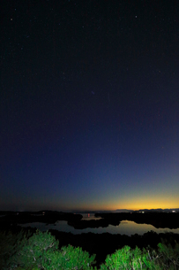 リアス式海岸と星空の写真素材 [FYI03877471]