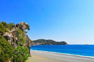 熊野古道・獅子岩と七里御浜の写真素材 [FYI03877487]