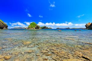 小笠原諸島母島 南崎の海岸より丸島瀬戸方向を望むの写真素材 [FYI03877601]