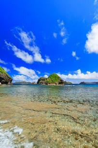 小笠原諸島母島 南崎の海岸より丸島瀬戸方向を望むの写真素材 [FYI03877604]