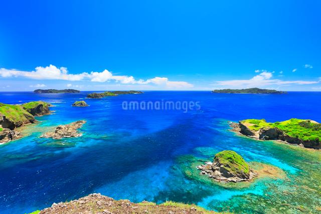 小笠原諸島母島 小富士より望む南崎と丸島瀬戸などの島々の写真素材 [FYI03877633]
