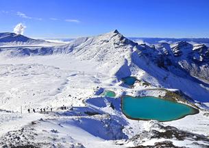 雪に覆われた世界遺産トンガリロ国立公園の写真素材 [FYI03877688]