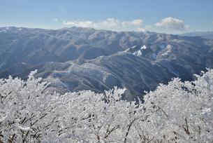 冬の高見山山頂から臨むの写真素材 [FYI03877689]