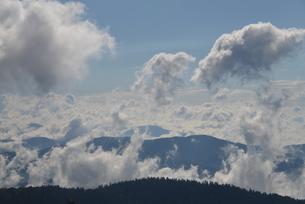 雲海テラスから望む日高・十勝の山々の写真素材 [FYI03877733]