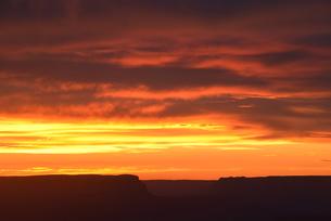 世界遺産グランドキャニオンの夕景の写真素材 [FYI03877738]