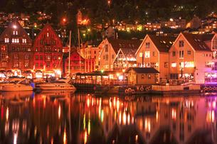 世界遺産ベルゲンの夜景の写真素材 [FYI03877772]