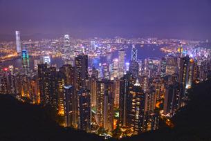 ビクトリアピークからの香港夜景の写真素材 [FYI03877773]