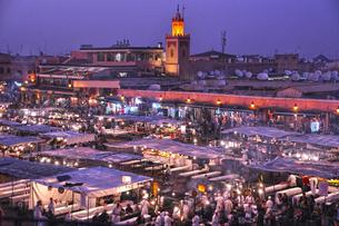 世界遺産マラケシュのジャマ・エル・フナ広場の写真素材 [FYI03877792]