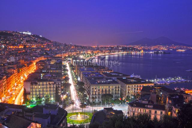世界遺産ナポリの夜景の写真素材 [FYI03877794]