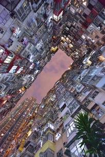 香港の怪獣マンションの写真素材 [FYI03877802]