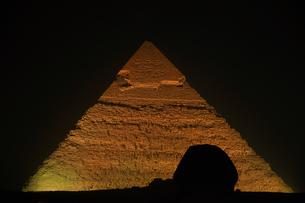 世界遺産クフ王のピラミッドとスフィンクスの写真素材 [FYI03877807]