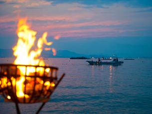 岡山県 白石島 精霊流し 夕焼けの写真素材 [FYI03877935]