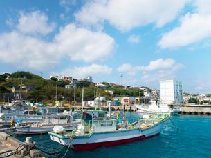 沖縄県 伊良部島 佐良浜漁港の写真素材 [FYI03878067]