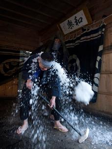 新潟県 佐渡島 小比叡神社 田遊び神事の写真素材 [FYI03878078]