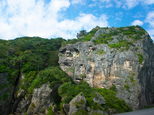 沖縄県 伊良部島 ヤマトブー大岩の写真素材 [FYI03878088]