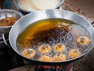 カンボジア シェムリアップ 揚げパンの写真素材 [FYI03878232]