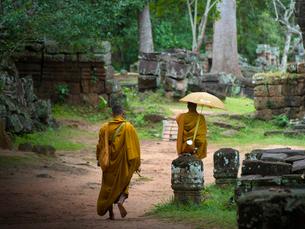 カンボジア シェムリアップ バンテアイ・クディ 僧侶の写真素材 [FYI03878239]