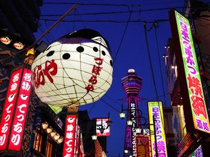大阪 新世界 夜景の写真素材 [FYI03878290]