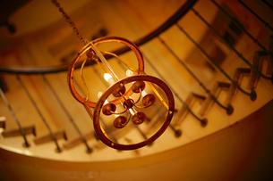 ギャルリーヴィヴィエンヌ内の螺旋階段の写真素材 [FYI03878524]