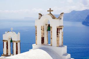 サントリーニ島イアの教会の写真素材 [FYI03878526]