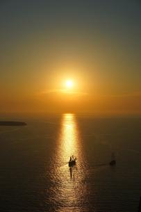 サントリーニ島イアから見るサンセットの写真素材 [FYI03878534]