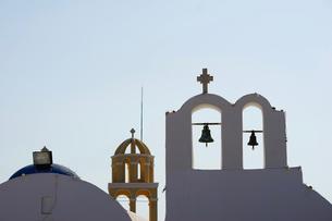 サントリーニ島イアの教会の写真素材 [FYI03878538]