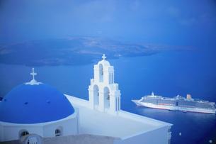 サントリーニ島フィロステファニの教会の写真素材 [FYI03878562]