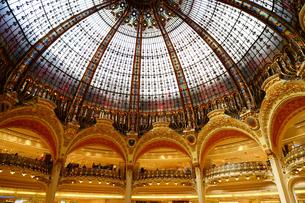 ギャラリーラファイエット パリの天井の写真素材 [FYI03878563]