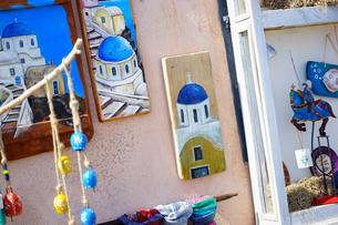 サントリーニ島イアのお土産屋さんの写真素材 [FYI03878573]