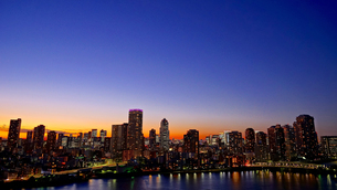 大都会の夕暮れの写真素材 [FYI03878632]