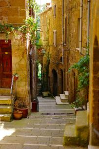 イタリア ピティリアーノの街の写真素材 [FYI03878649]