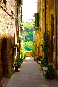 イタリア ピティリアーノの街の写真素材 [FYI03878658]