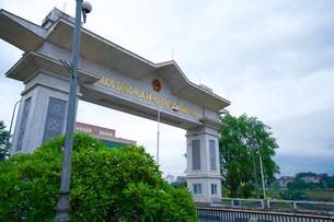 中国からベトナムへ入国するゲートの写真素材 [FYI03878674]