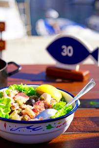 ドブロヴニクで食べるタコサラダの写真素材 [FYI03878825]