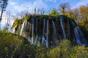 プリトヴィッツェ湖群国立公園の滝の写真素材 [FYI03878830]