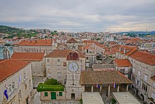 クロアチア トロギールの街並みの写真素材 [FYI03878833]