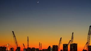 オリンピック選手村建設地の夕暮れの写真素材 [FYI03878869]