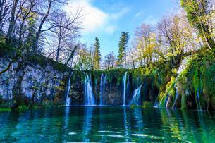 プリトヴィッツェ湖群国立公園の滝の写真素材 [FYI03878872]