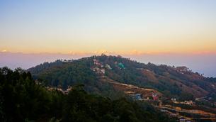ナガルコットから見るヒマラヤの山々の写真素材 [FYI03878889]