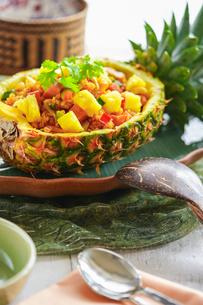 パイナップルライス タイ料理の写真素材 [FYI03878975]