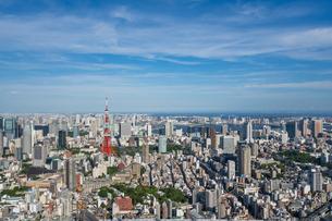 東京タワーとビル群俯瞰の写真素材 [FYI03879096]