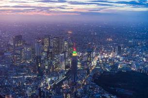 新宿空撮の写真素材 [FYI03879101]