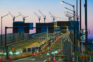 豊洲大橋を渡るターレの写真素材 [FYI03879110]